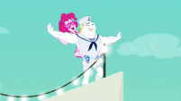 Pinkie and Bulk recreate Titanic's 'I'm flying' scene EGSB
