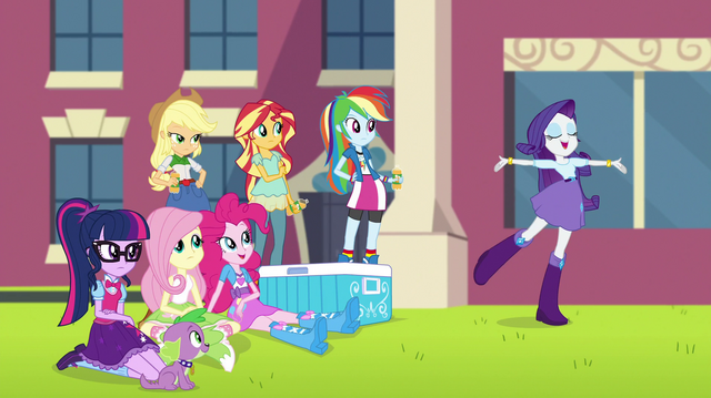 File:Rarity doing a spinning flourish EGS1.png