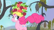 S04E07 Pinkie Pie w jabłkowym kapeluszu