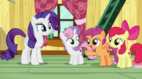 Scootaloo encouraging Sweetie Belle S7E6