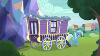 Trixie stepping out of the wagon S8E19