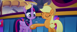 Applejack singing and dusting Twilight off MLPTM