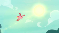 Bird fluttering through the air S8E18