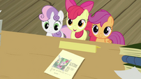 CMC showing the paper with Spike's photo S2E23