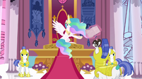 Celestia talks to a Royal Guard S3E01