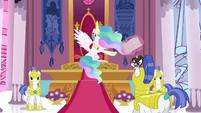 Celestia talks to a Royal Guard S3E01