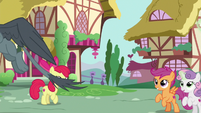 Gabby flies off to help another pony S6E19