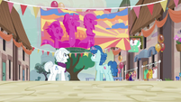 Party Favor hanging the Sunset Festival banner again S6E26