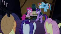 Pinkie Pie explicando tudo T4E03