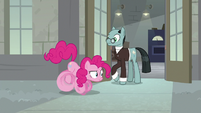 Pinkie Pie winding up for a sprint S9E14
