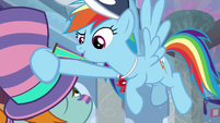 Rainbow grabbing Snips' pennant S9E15
