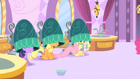 Twilight, Applejack, and Fluttershy getting their manes done S1E26