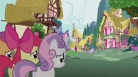 CMC observe Diamond Tiara from a distance S5E18