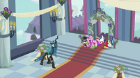 Chrysalis walking S2E26