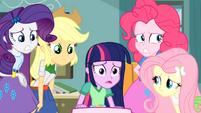 Pinkie Pie ''é muito ruim'' EG