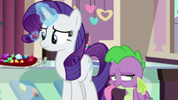 Rarity looking uncertain at red gem S9E19