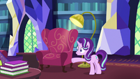 Starlight Glimmer stops Thorax in a panic S7E15