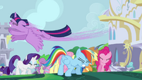 Twilight flying over her friends S4E01