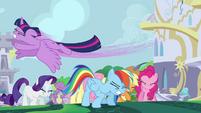 Twilight flying over her friends S4E01