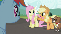 Applejack 'sure looks good' S2E07