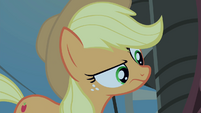 Applejack looking around S4E20
