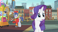 Bellhop talking to Rarity S4E08