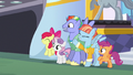 Rainbow's parents and CMCs appear at autograph signing S7E7.png