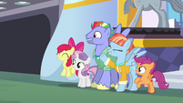 Rainbow's parents and CMCs appear at autograph signing S7E7