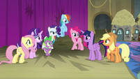 Twilight's friends agree to stall for her S8E7