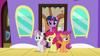 Twilight and Crusaders getting off the train S8E6