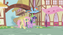 Twilight and friends return to Ponyville S1E07