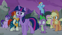Twilight and friends surprised to see Star Swirl S7E25