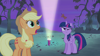 Twilight hit by apple core S4E07