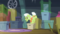 Granny Smith walks down the boxes S5E17