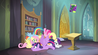 Main ponies back in the library S4E06