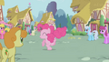 Ponies watch Pinkie S1E4.png