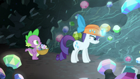 Rarity levitating two gems S6E5
