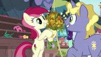 Rose selling flowers to Ponet S7E19