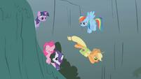Applejack goes to help Fluttershy S1E07