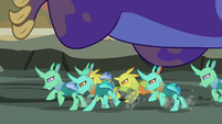 Changelings tripping up the maulwurf's feet S7E17