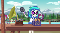 DJ Pon-3 setting up her record player EG4