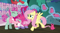 Fluttershy catching up with Applejack S6E20