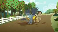Gabby helping Dr. Hooves with his cart S6E19