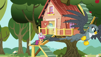 Gabby soars toward Ponyville; CMCs follow S6E19