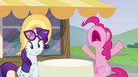 Pinkie Pie --I've never burnt cake!-- S6E21