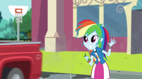 Rainbow Dash waves goodbye to Big Mac EGS1