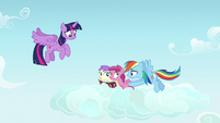 Rainbow nudges fillies toward Twilight Sparkle S7E14