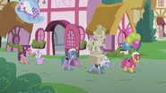 S05E18 Pomnik i balony dla Diamond Tiary