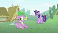 Spike looks over at Pinkie S1E15
