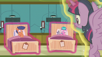 Twilight puts First Base and Aquamarine's beds on the floor S7E3